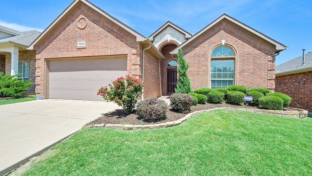 Photo 1 of 26 - 10048 Grey Crow Dr, Fort Worth, TX 76177