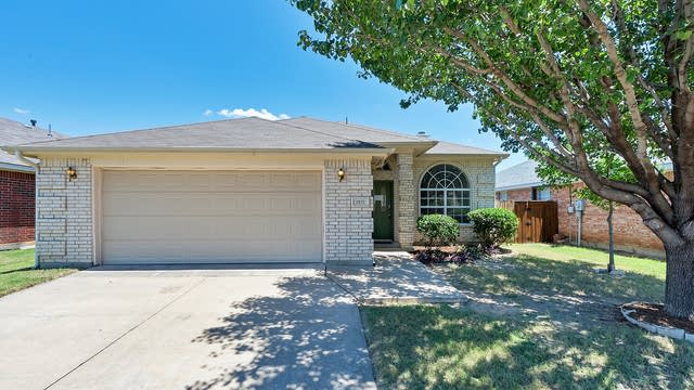 Photo 1 of 21 - 2612 Trent Trl, Fort Worth, TX 76118
