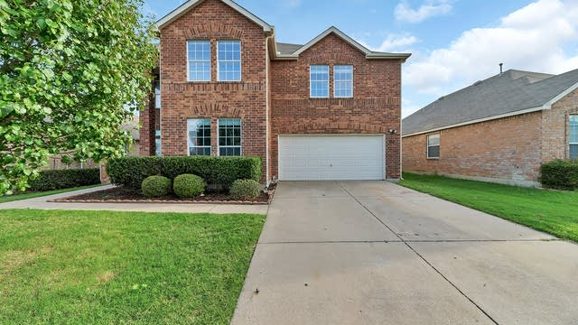 Photo 1 of 33 - 8925 Belvedere Dr, Fort Worth, TX 76244