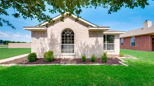 Photo 1 of 32 - 203 Piccadilly Cir, Wylie, TX 75098