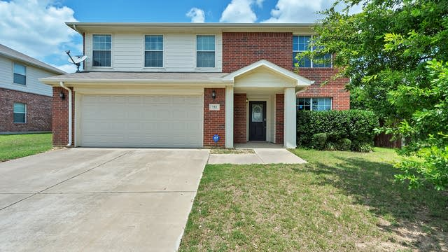 Photo 1 of 28 - 732 Partridge Dr, Fort Worth, TX 76131
