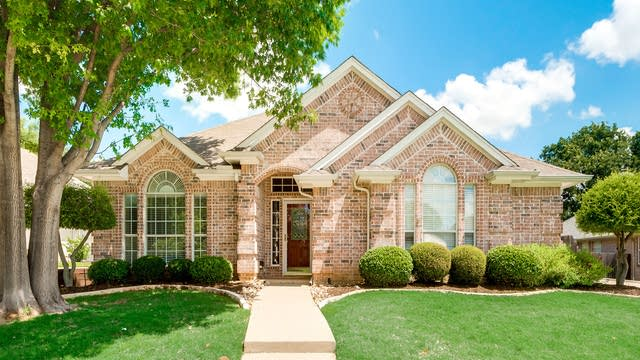 Photo 1 of 30 - 9117 Hialeah Cir N, North Richland Hills, TX 76182