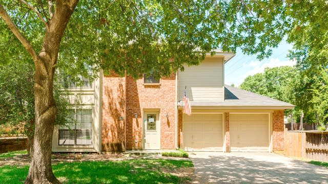 Photo 1 of 34 - 4500 Copperfield Dr, Grapevine, TX 76051