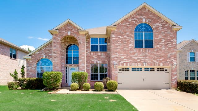 Photo 1 of 35 - 2208 Windcastle Dr, Mansfield, TX 76063