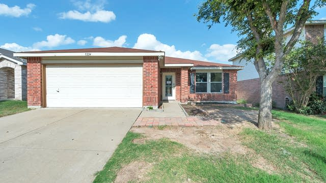 Photo 1 of 23 - 5224 Bedfordshire Dr, Fort Worth, TX 76135