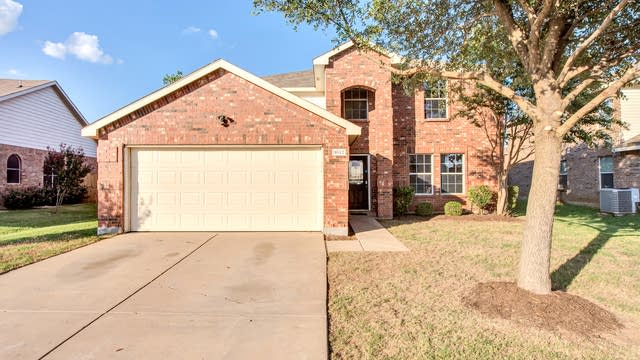 Photo 1 of 27 - 1012 Foxtail Ln, Crowley, TX 76036