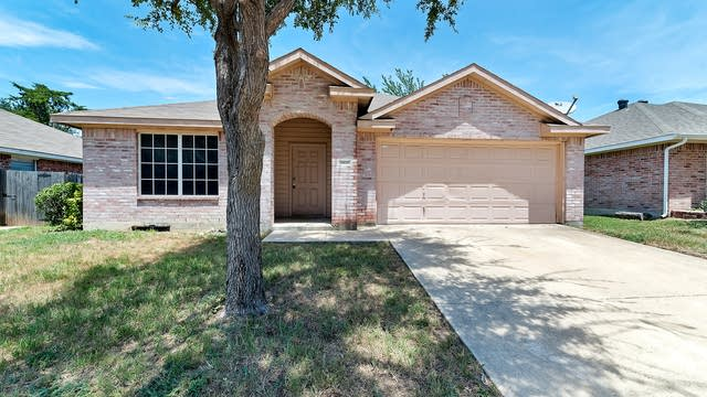 Photo 1 of 26 - 1411 W Rim Rd, Dallas, TX 75211