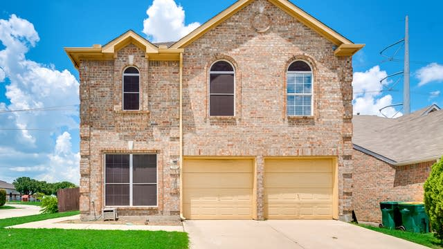 Photo 1 of 33 - 2132 Montclair Ln, Lewisville, TX 75067