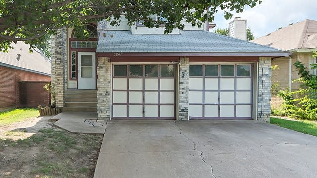 Photo 1 of 24 - 6841 Driffield Cir W, North Richland Hills, TX 76182
