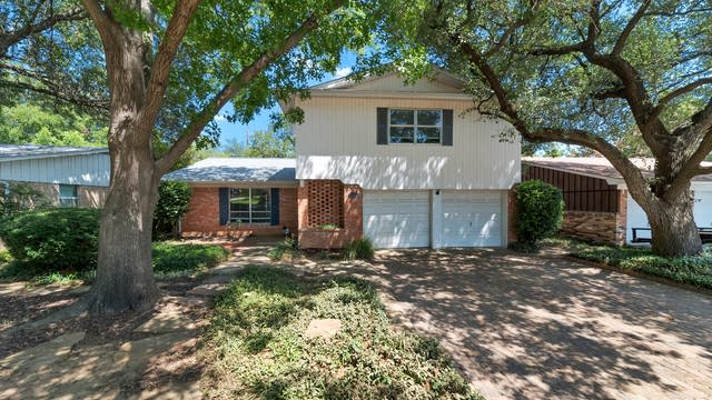 Photo 1 of 29 - 2408 Summer Place Dr, Irving, TX 75062