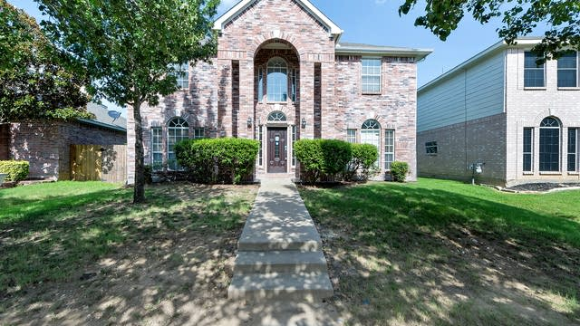 Photo 1 of 34 - 7766 Teal Dr, Fort Worth, TX 76137