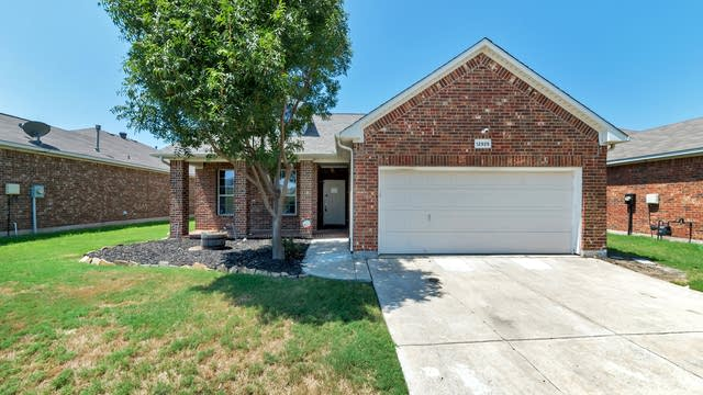 Photo 1 of 24 - 12925 Farmington Dr, Fort Worth, TX 76244