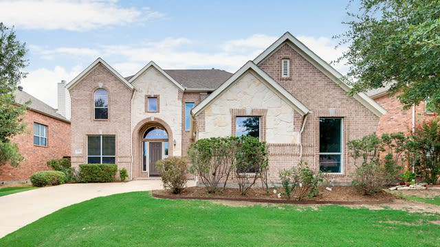 Photo 1 of 36 - 2517 Clearlake Dr, Grand Prairie, TX 75054