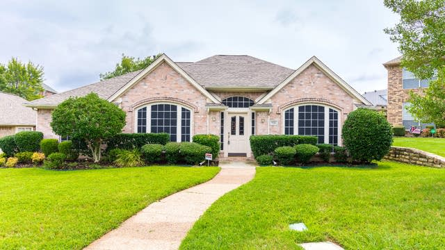 Photo 1 of 35 - 9321 Vista Cir, Irving, TX 75063