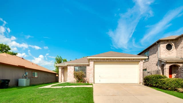 Photo 1 of 30 - 3504 Chapel Pointe Trl, Fort Worth, TX 76116