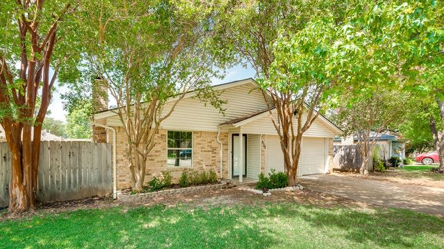 Photo 1 of 28 - 925 Old Mill Cir, Irving, TX 75061