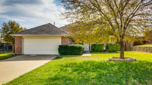 Photo 1 of 26 - 980 Valley View Dr, Lewisville, TX 75067