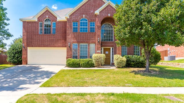 Photo 1 of 38 - 7925 Stansfield Dr, Fort Worth, TX 76137