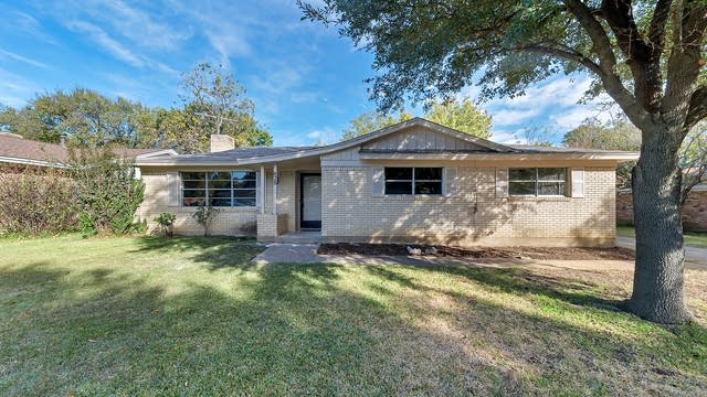 Photo 1 of 25 - 828 Livingston Dr, Hurst, TX 76053