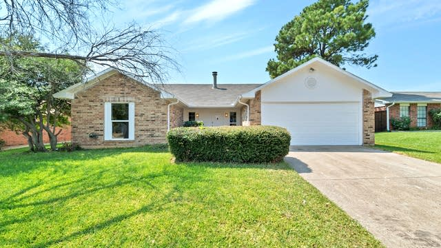 Photo 1 of 22 - 2409 Chinaberry Dr, Bedford, TX 76021