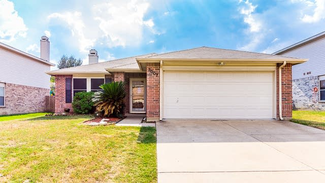 Photo 1 of 28 - 3007 Clemente Dr, Grand Prairie, TX 75052