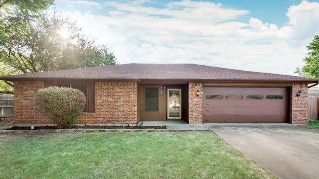 Photo 1 of 24 - 818 Lisa Ln, Cedar Hill, TX 75104