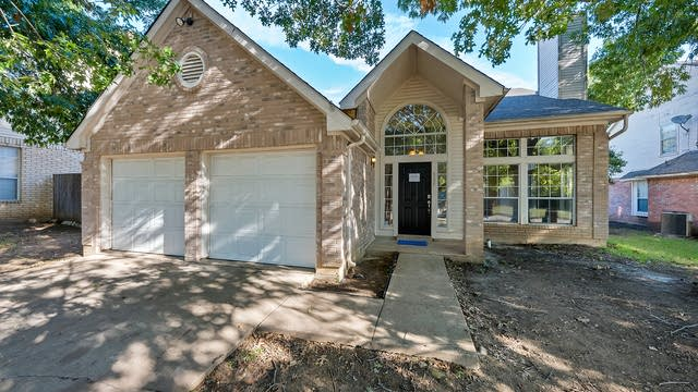 Photo 1 of 26 - 305 Meandering Way, Glenn Heights, TX 75154
