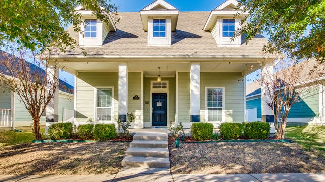 Photo 1 of 29 - 1321 Live Oak Ln, Savannah, TX 76227