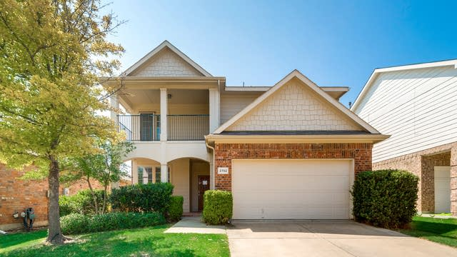 Photo 1 of 32 - 2752 Red Wolf Dr, Fort Worth, TX 76244
