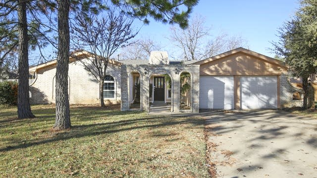 Photo 1 of 26 - 2259 Shady Brook Dr, Bedford, TX 76021