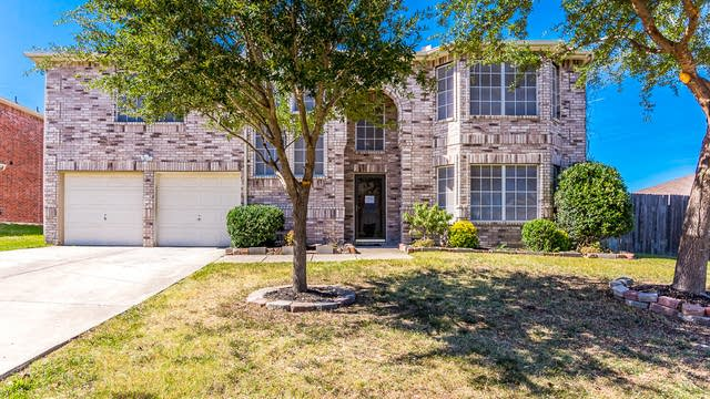 Photo 1 of 35 - 1011 Hanover Dr, Forney, TX 75126