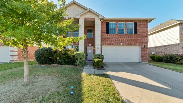 Photo 1 of 33 - 4516 Willow Rock Ln, Fort Worth, TX 76244