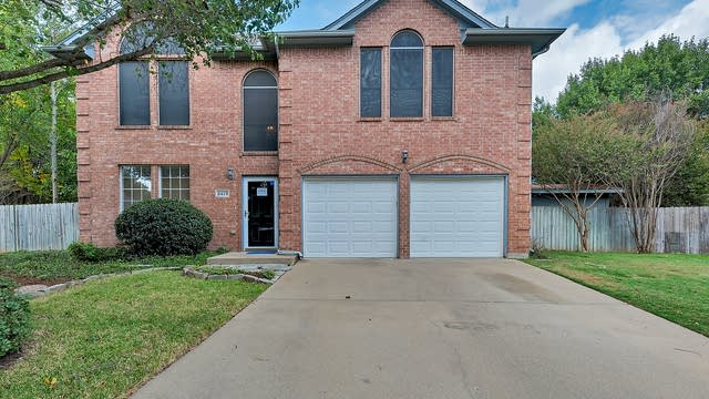 Photo 1 of 29 - 2419 Green Willow Ct, Arlington, TX 76001