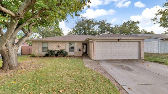 Photo 1 of 16 - 6040 Robin Dr, Watauga, TX 76148