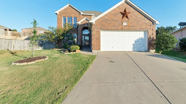 Photo 1 of 27 - 4004 Claymore Ln, Fort Worth, TX 76244