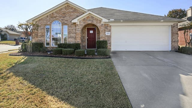 Photo 1 of 26 - 7272 Specklebelly Ln, Fort Worth, TX 76120