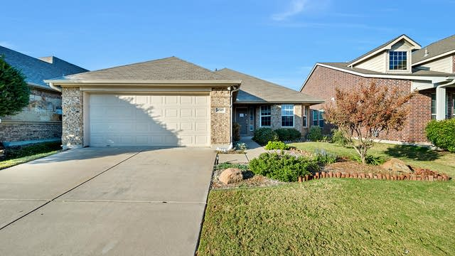 Photo 1 of 25 - 4509 Chris Dr, Fort Worth, TX 76244