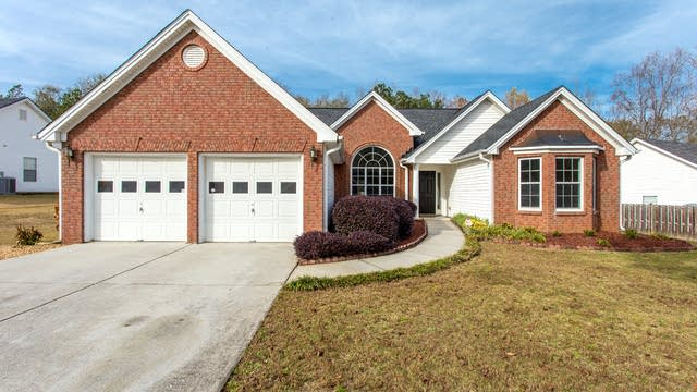 Photo 1 of 27 - 2215 Shady Oaks Dr, Loganville, GA 30052