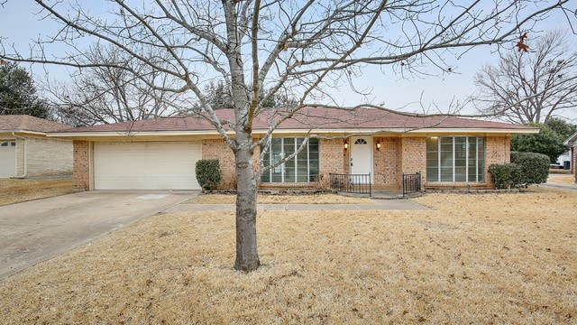 Photo 1 of 27 - 1413 High Ridge Rd, Benbrook, TX 76126