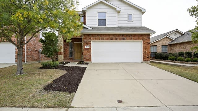 Photo 1 of 27 - 12144 Walden Wood Dr, Fort Worth, TX 76244