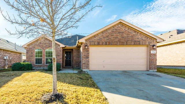 Photo 1 of 29 - 2712 Triangle Leaf Dr, Fort Worth, TX 76244