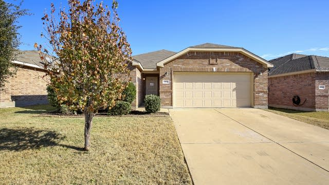 Photo 1 of 26 - 6008 Saddle Flap Dr, Fort Worth, TX 76179