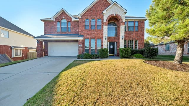 Photo 1 of 35 - 7929 Stansfield Dr, Fort Worth, TX 76137
