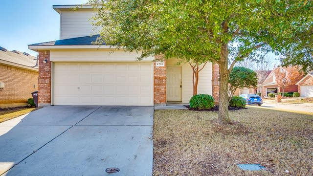 Photo 1 of 31 - 2700 Mountain Lion Dr, Fort Worth, TX 76244