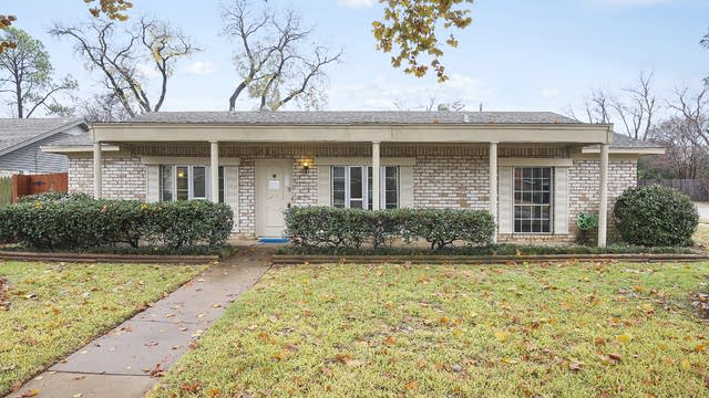 Photo 1 of 26 - 1600 Lexington Pl, Bedford, TX 76022