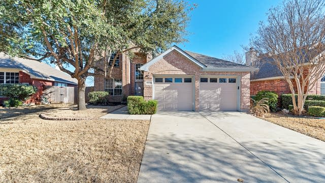 Photo 1 of 34 - 8024 Gila Bend Ln, Fort Worth, TX 76137