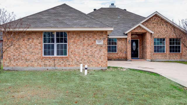Photo 1 of 34 - 121 Clear Creek Dr, Red Oak, TX 75154