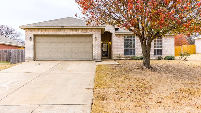 Photo 1 of 25 - 112 Timber Cross Ct, Azle, TX 76020
