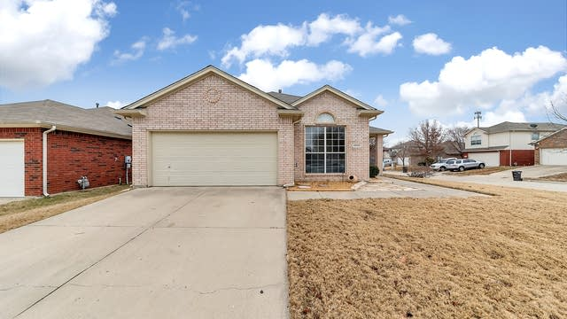 Photo 1 of 29 - 5900 Ash Flat Dr, Fort Worth, TX 76131