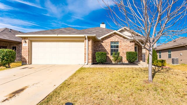 Photo 1 of 27 - 612 Rio Bravo Dr, Haslet, TX 76052